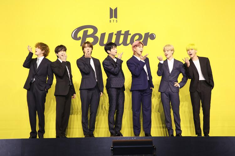 『Butter』のMVの振付を再現するBTS