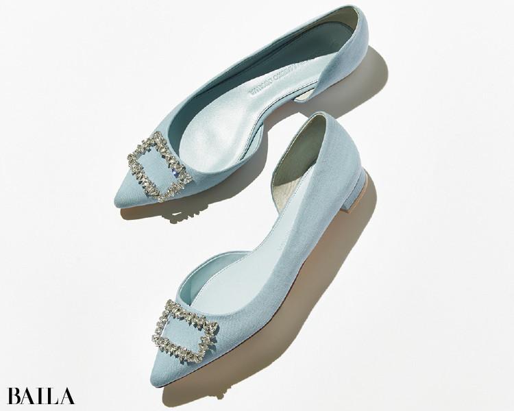 デコラなビジューは爽やかブルーで知的さを加えて。ツル バイ マリコ オイカワの靴