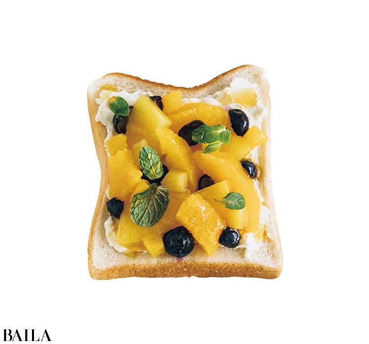 女優 大野いとさんの「クリームチーズon色々フルーツ」