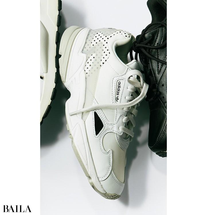 adidasのアディダスファルコン
