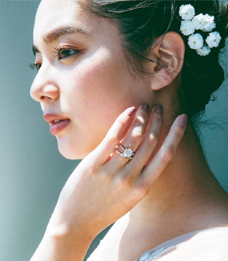 品質の高いダイヤモンドとパールをモードにアップデート。洗練された雰囲気が今の気分にぴったり