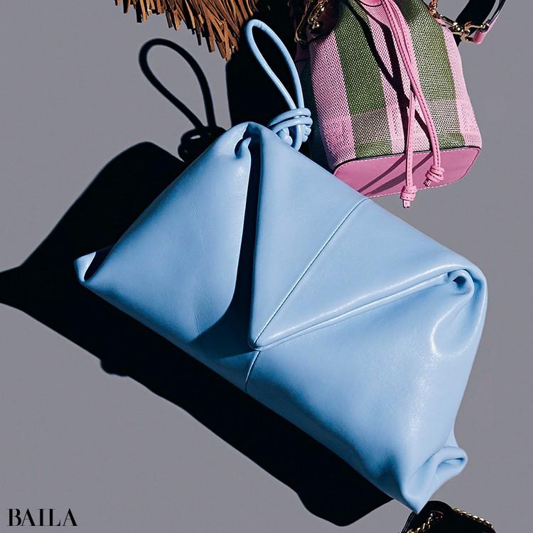 斬新なデザインを採用したコンテンポラリーなバッグ