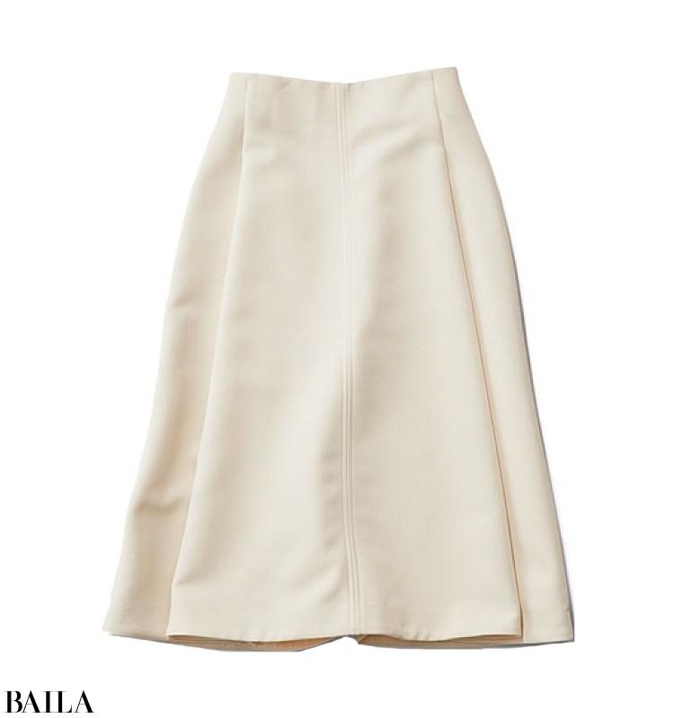 新商品発表会の日は、清潔感を意識したトレンドシャツ×白スカートコーデ【2019/11/25のコーデ】_2_2