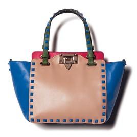 シンプル服の効かせ役はヴァレンティノの新色バッグ_1