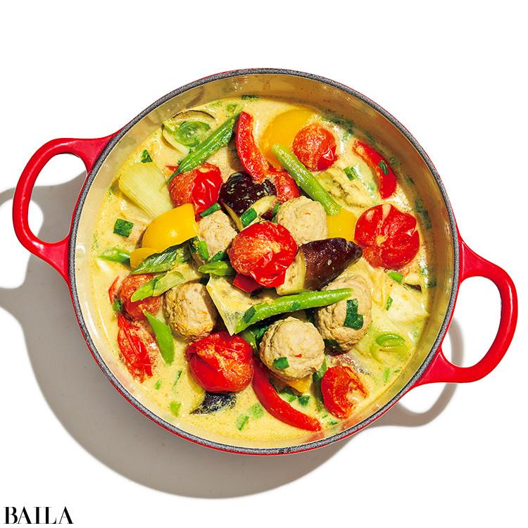 鶏団子のカレートマト豆乳鍋