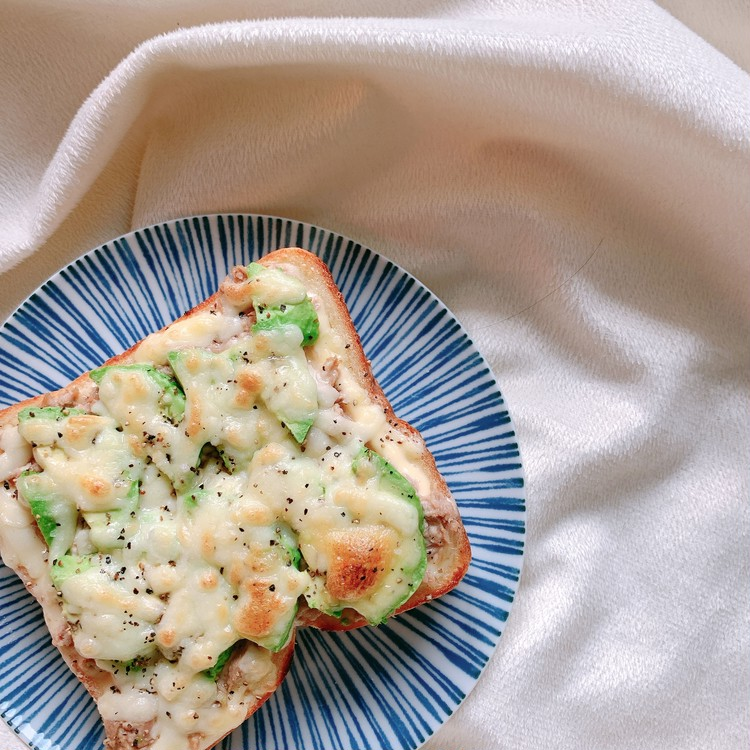 簡単美味しい!アボカドチーズトースト_1