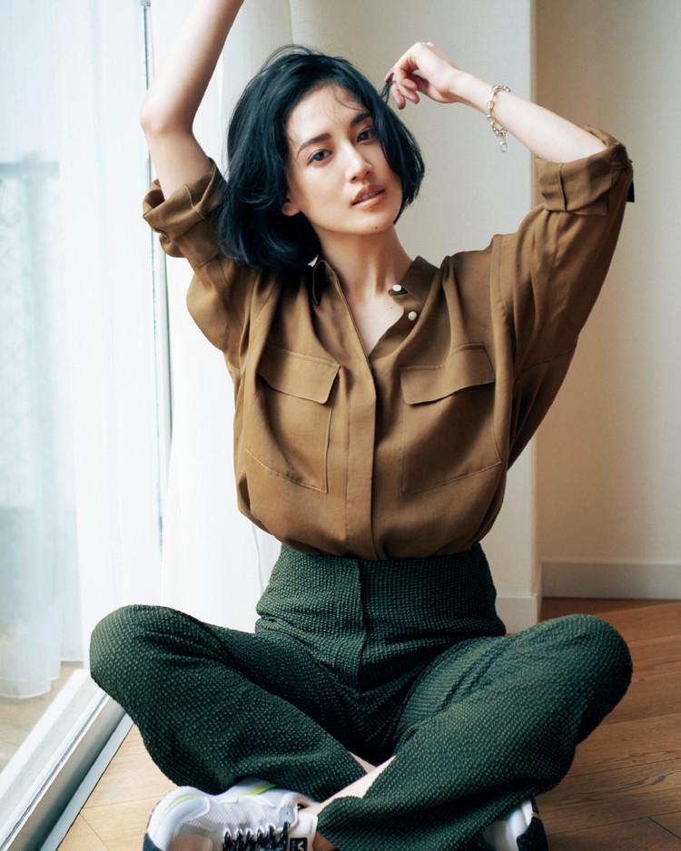 金曜日は、サファリ風シャツでクールな女らしさを引き出して【30代今日のコーデ】