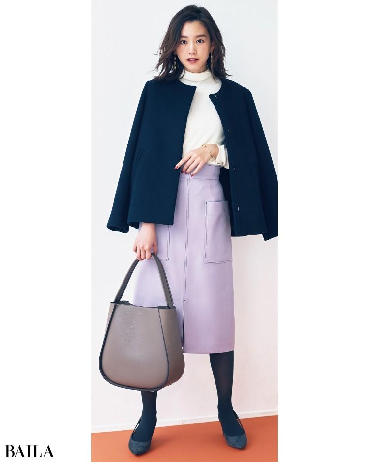 台形型の大きめバッグは、きれいめコーデの相棒的存在