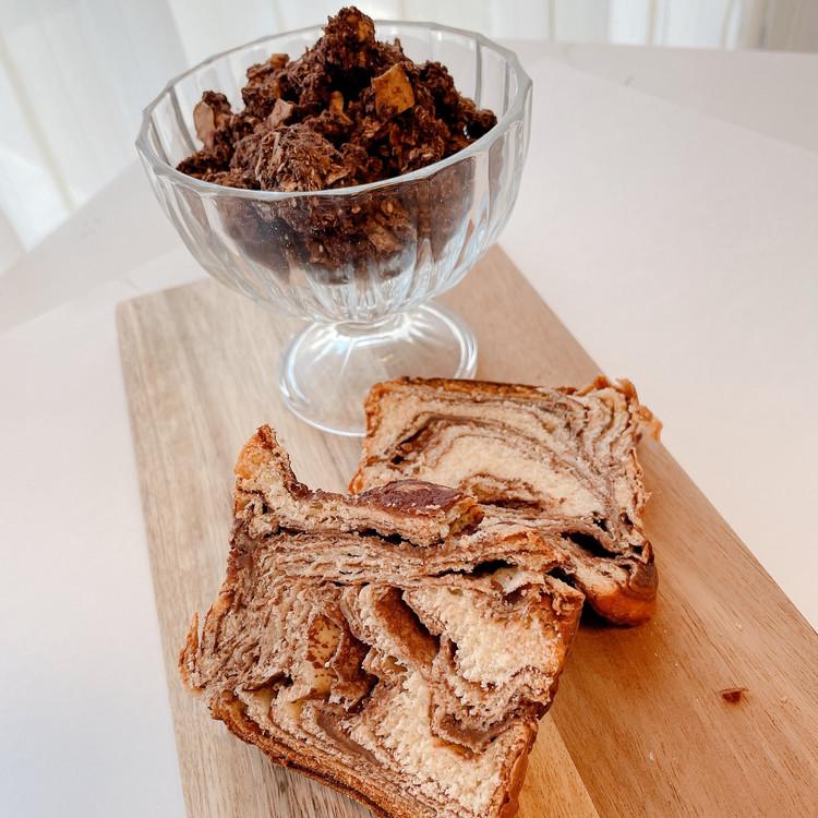 N.Y.焼き菓子専門店「OVEN.Y.(オーブン・ニューヨーク)」の「アルチザン バブカ」とチョコレートグラノーラ