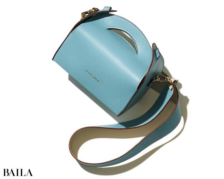 アトリエ アンボワーズのバッグ