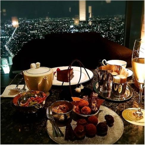 女友達と一緒に「背伸び体験」! ホテルで夜景を堪能したい!_1