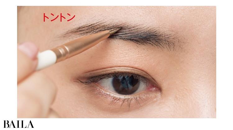 1.眉毛が欲しい箇所にグレーを立て置き