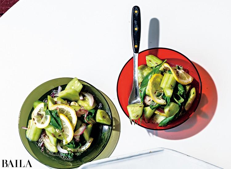 レモンはオイルやスパイスとも相性がよく、うまみを底上げする効果も。夏のフレッシュな野菜とからめて。