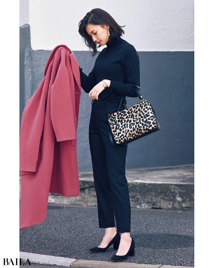 Mila Owen[ミラ オーウェン]のきれい色コートを脱いだら
