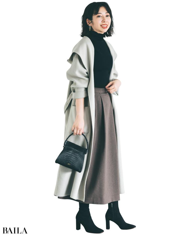 フレアロングスカートとショートブーツコーデの門馬さん