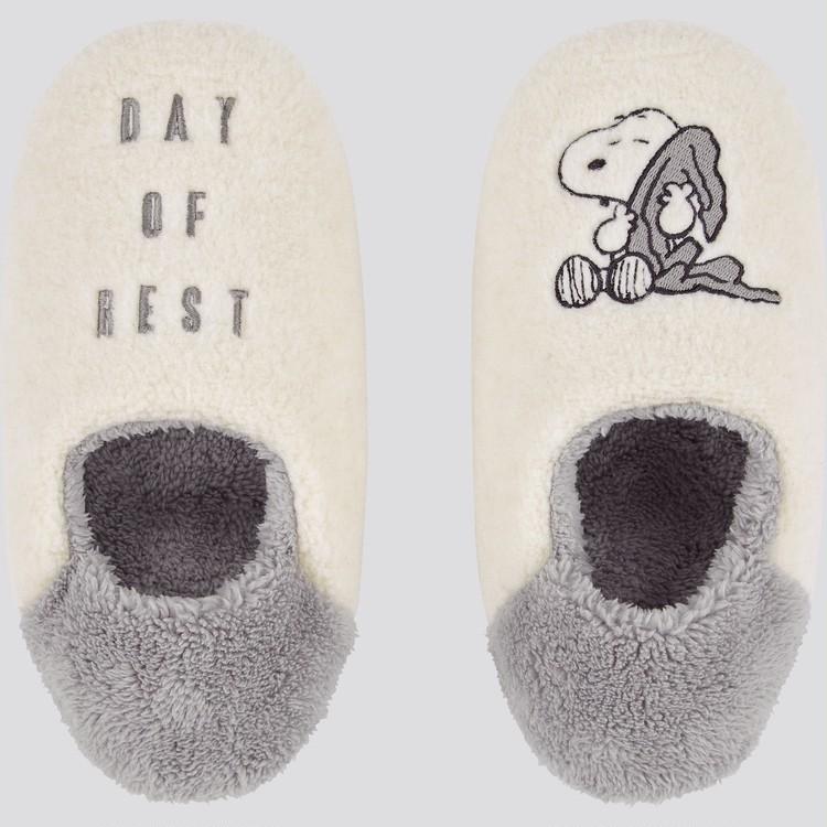 足もとまでふわふわ♡ 幸せになれるスリッパ「ピーナッツ ホリデー コレクション フリース ルームシューズ」(¥990)