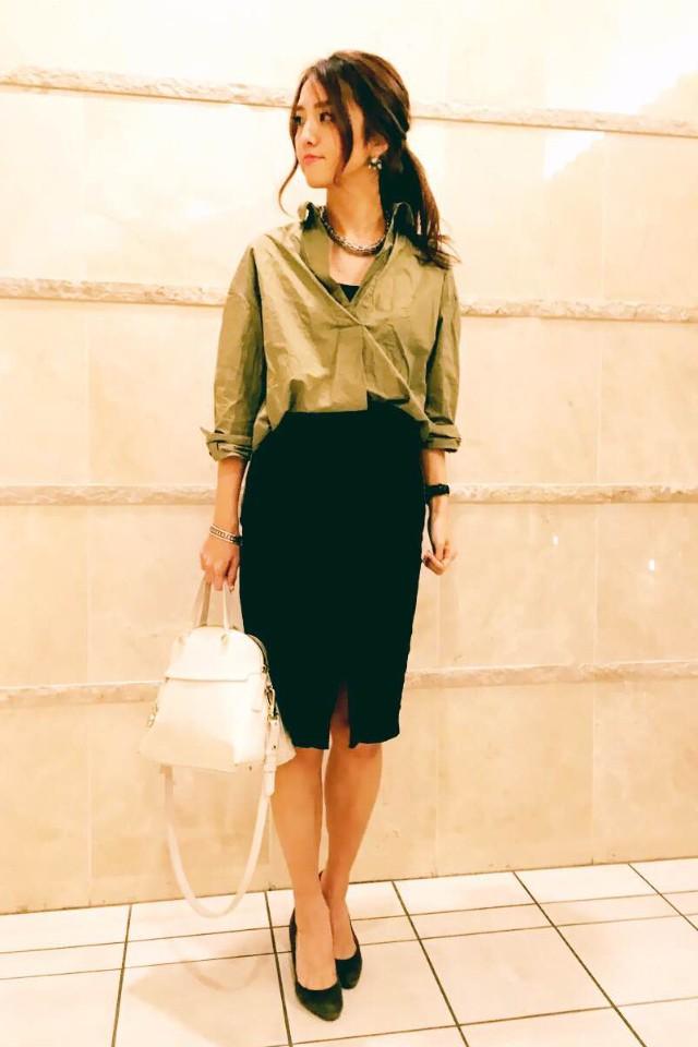 【スナップ】シャツの女っぷりはスリットスカートでアゲ↑_1