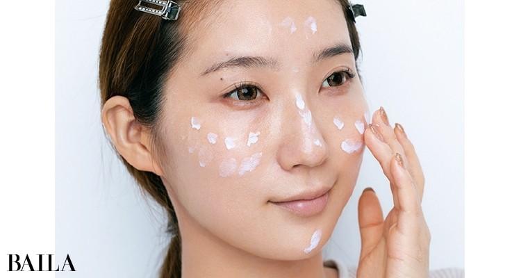 顔全体の色ムラを整え、透明感をつくる