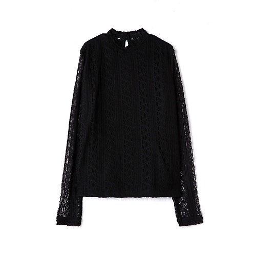 休日リラックススタイルも、黒のスカートでちゃんと女らしく!_4