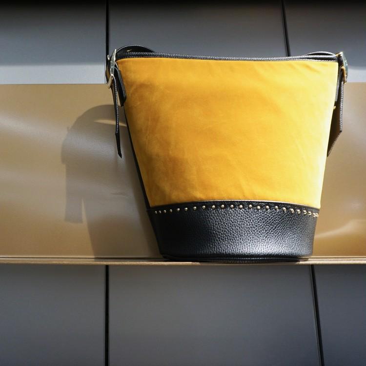 GU(ジーユー)のワンショルダーバケツ型バッグ