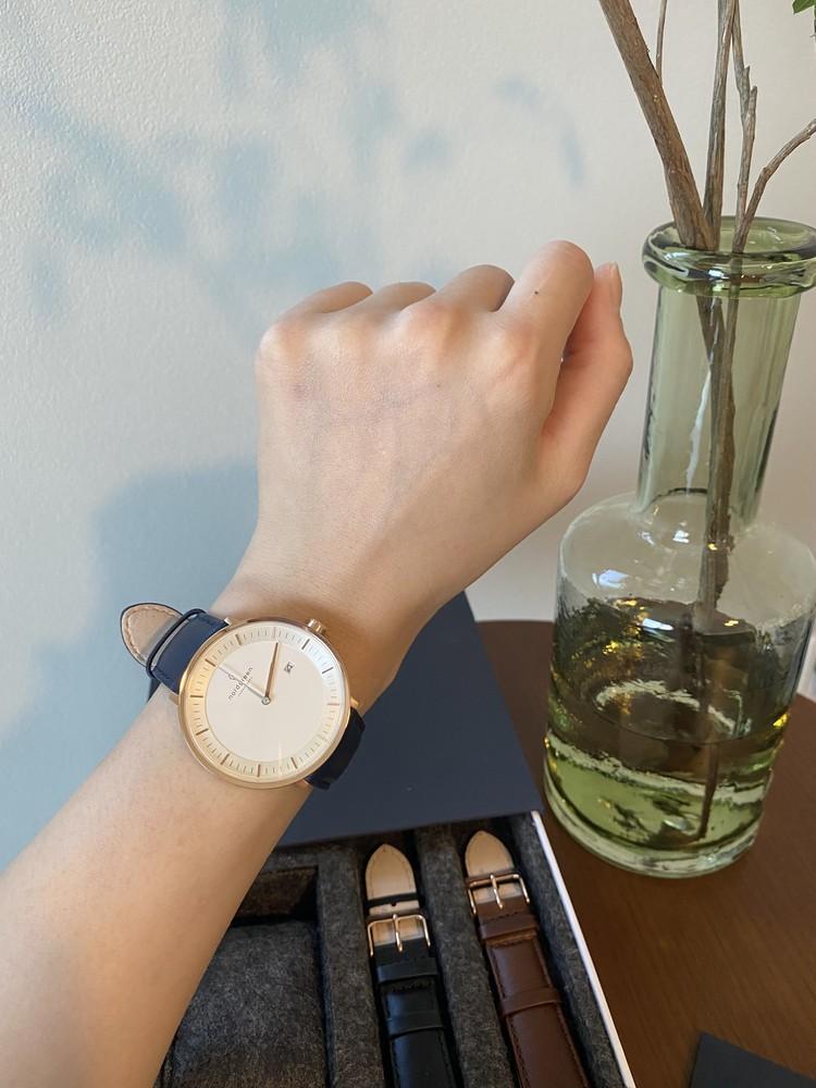 北欧スタイルのミニマルな腕時計_2