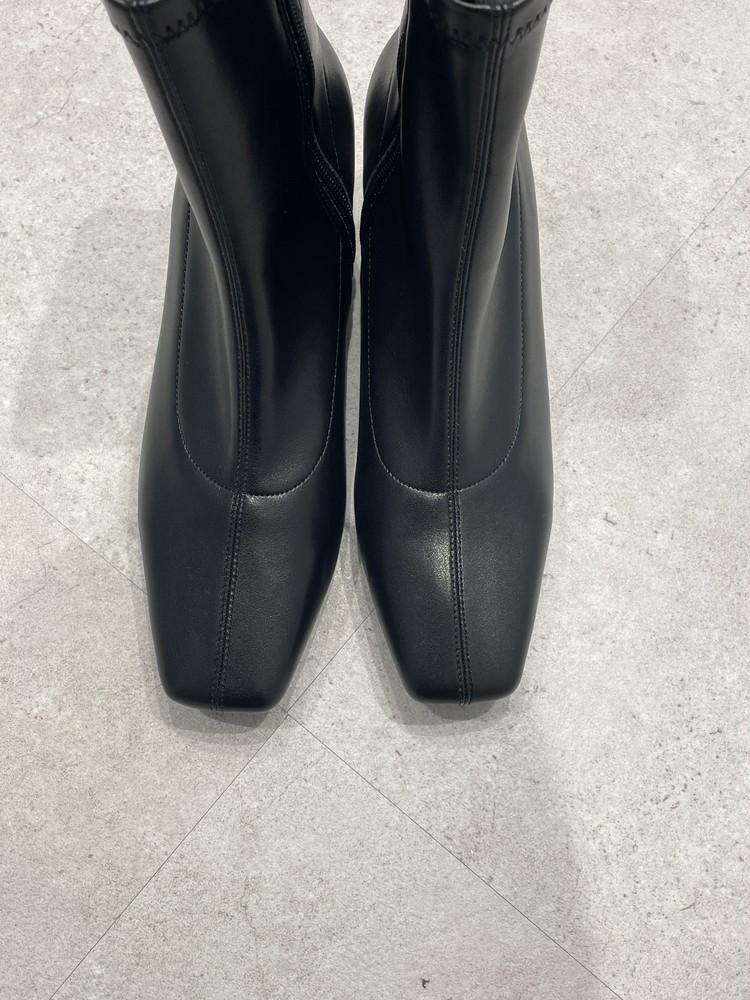 【GU】黒ブーツはスクエアトウ
