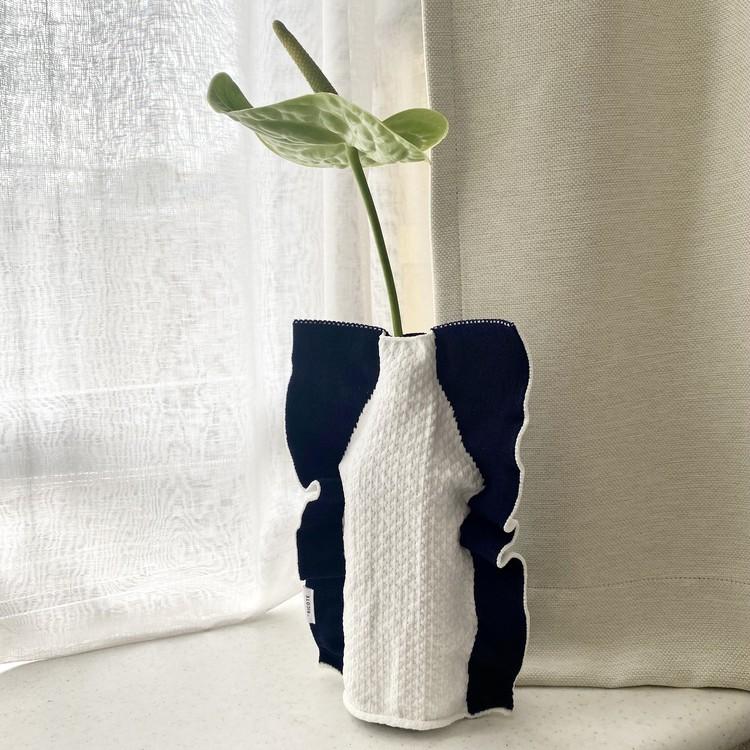【エディターのおうち私物#107】空きペットボトルがおしゃれ花瓶に変身♡ 「SILHOUETTE(シルエット)」のニット花瓶カバー_10