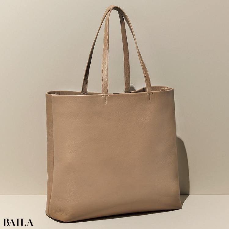 セオリーのバッグ(ストラップつき 37×43×12)¥46200/セオリー