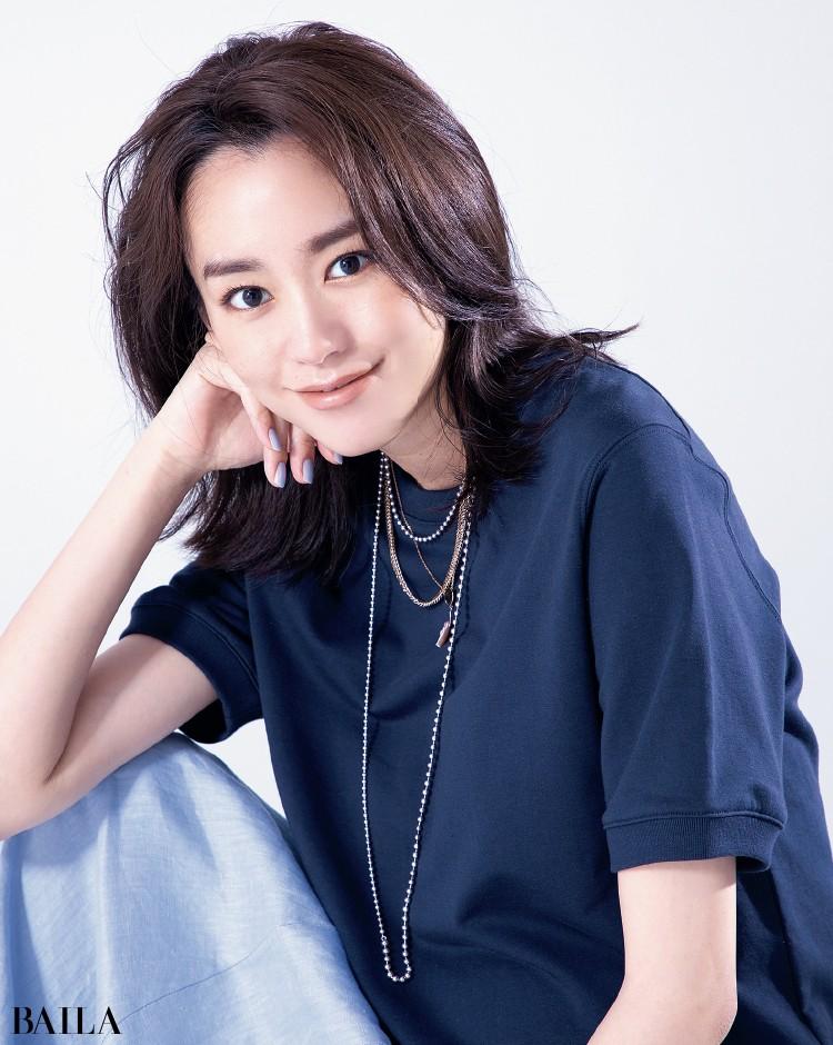 ネックレス重ねづけコーデの桐谷美玲