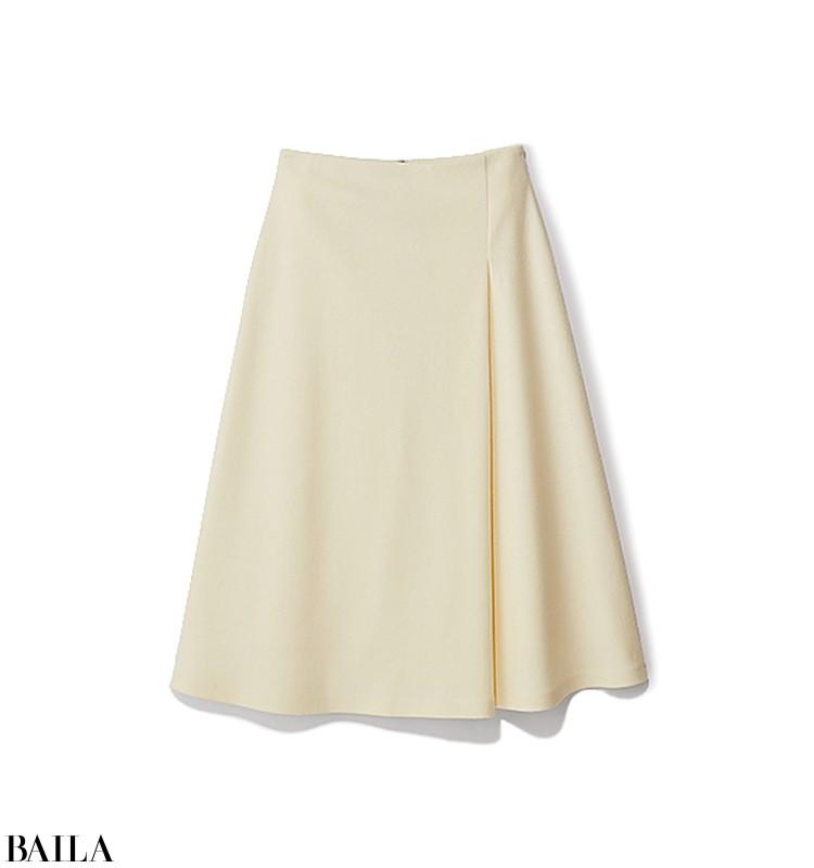 ドライブデートの日は、ふわふわニット×白スカートの最強フェミニンコーデ【2019/11/3のコーデ】_2_2