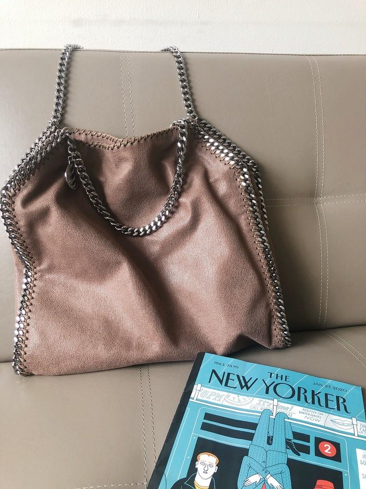 """最近のお気に入り""""デカ""""bagと白スニーカー。♡_2"""