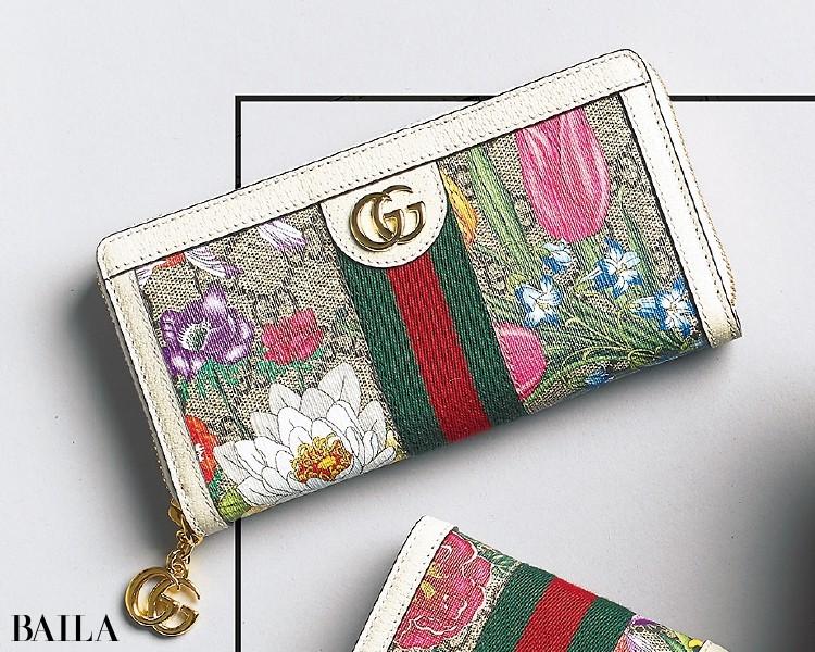フローラ プリントをあしらったプレイフルな財布