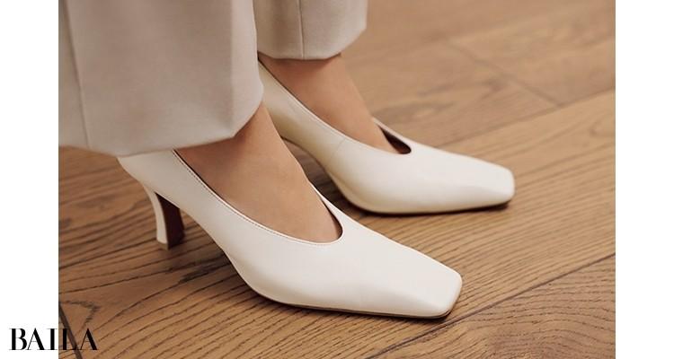 「エクリュや白の小物が好き。気がつけば全身靴までワントーンだった、なんてこともよくあります(笑)」(佐藤さん)