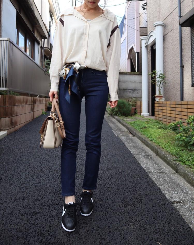 【スカーフはベルトに♡】休日ゆるカジスニーカーコーデ_1