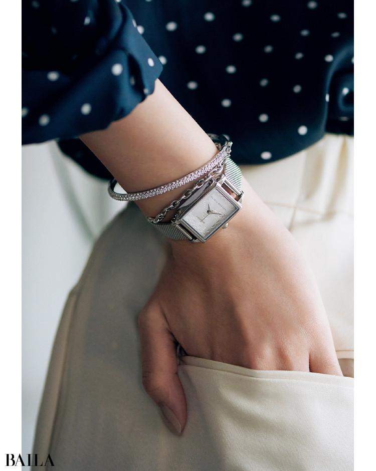 オリビア・バートンの時計「ロンドン スタンプ ビー シルバー メッシュ」