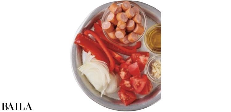 パプリカとソーセージのスープ材料
