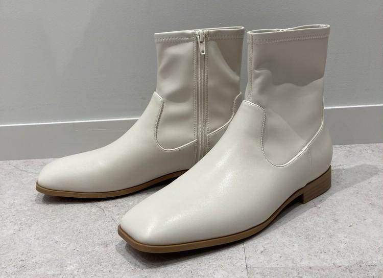 【GU(ジーユー)】ウルトラストレッチフラットブーツ ¥2990 (10月上旬発売予定) 白ブーツ