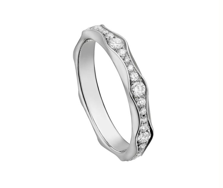 「インフィニート」フルエタニティ-リング(Pt×ダイヤモンド)¥464000~/ ブルガリ ジャパン