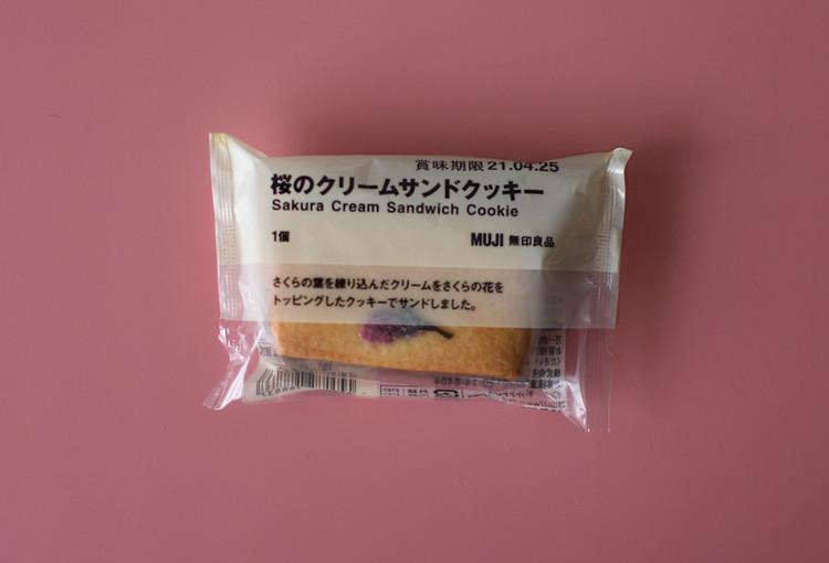 無印良品の期間限定・桜のクリームサンドクッキー外装