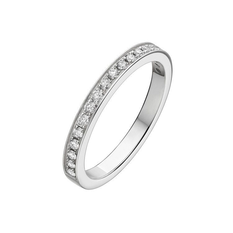 「デディカータ・ア・ヴェネチア」ハーフエタニティリング(Pt×ダイヤモンド)¥271000~/ ブルガリ ジャパン