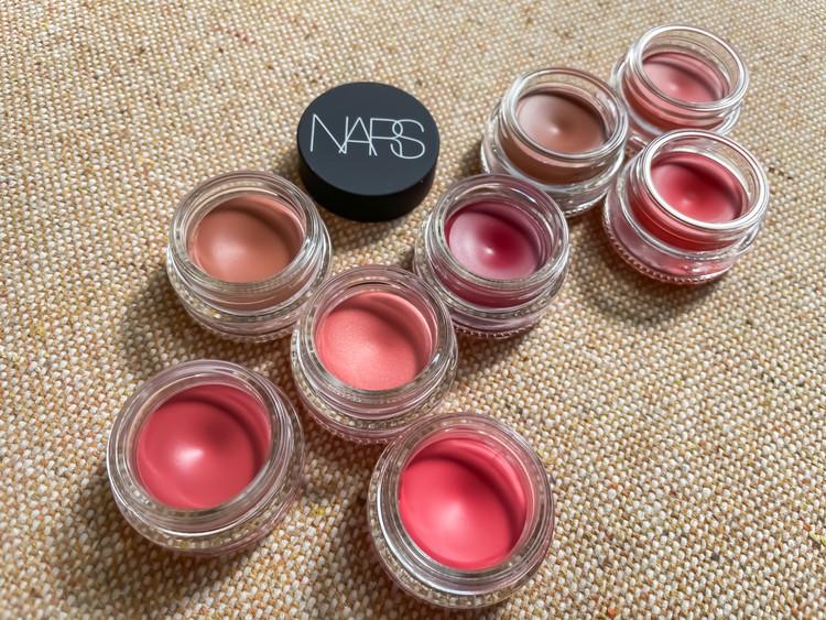 NARSのエアーマット ブラッシュでナチュラルな血色感を。