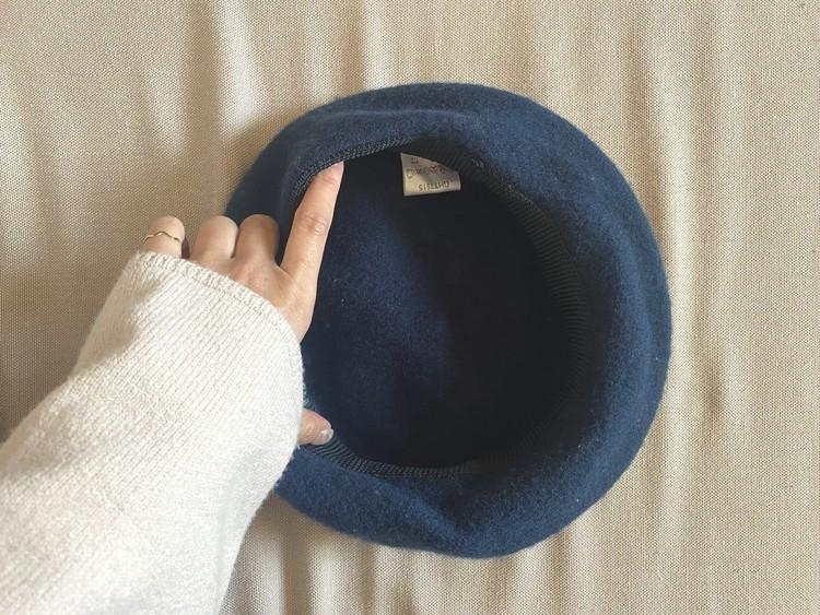 ベレー帽のかぶり方1 ベレー帽の持ち方