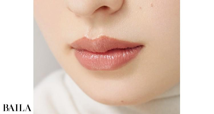 唇と頰には「黄み」足ししてやりすぎ感をおさえる