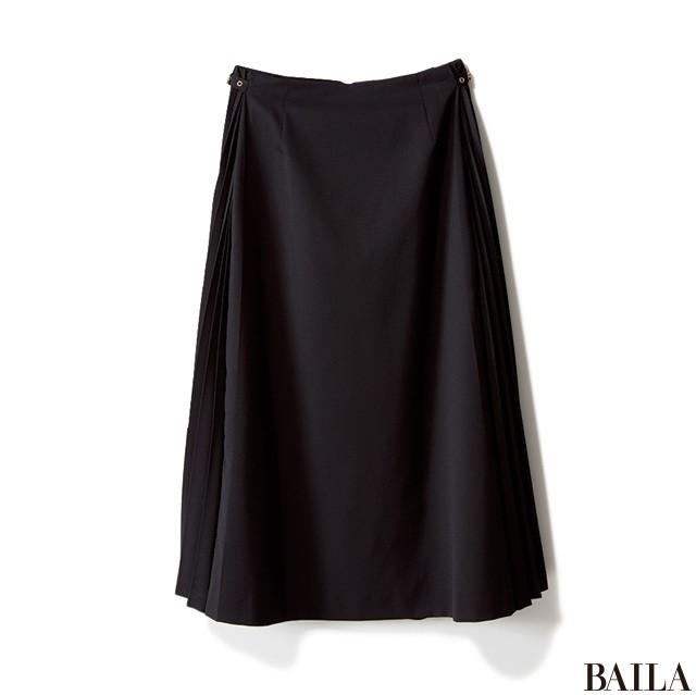 「スカートスタイルの上に黒のゆるっとコート」のギャップで大人っぽく! _2_1