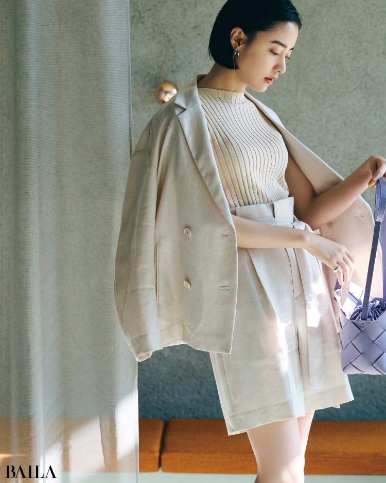 薄手リネンのジャケットとショートパンツのセットアップコーデの山本美月