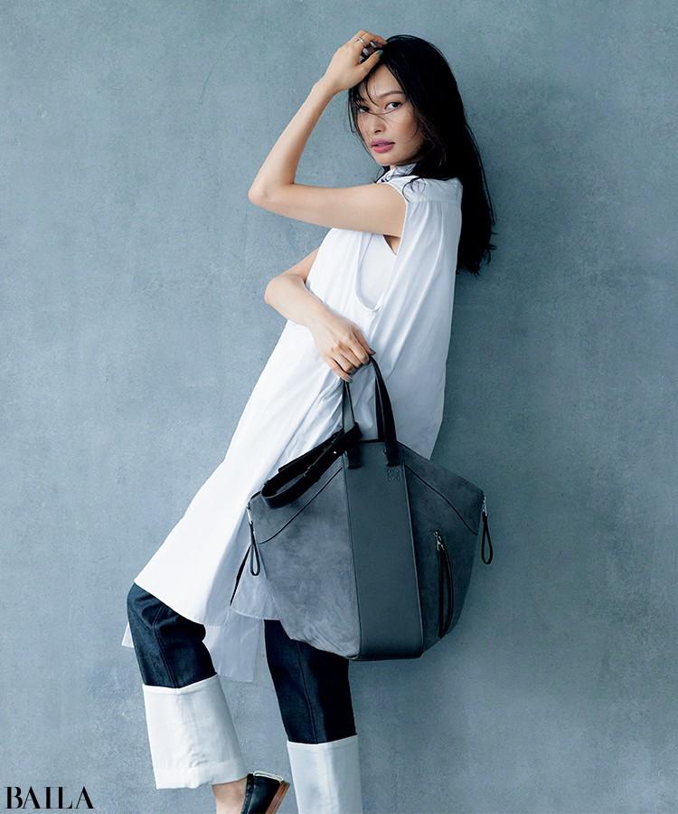 ロエベの「ハンモックトート」バッグ(高さ40.5×幅11.8×マチ35cm)¥389400