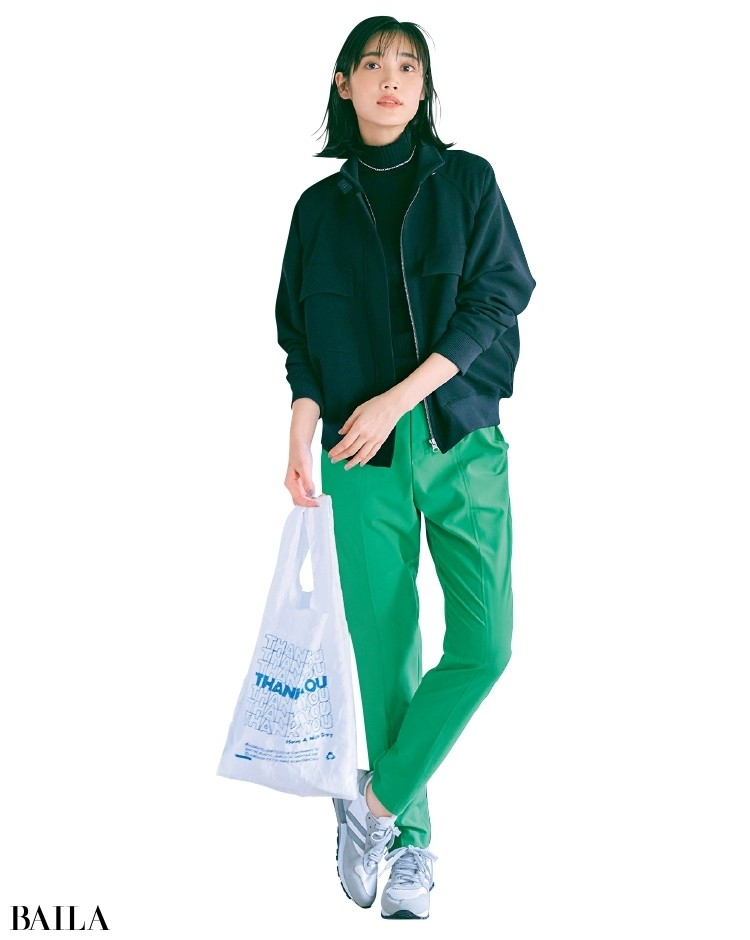 シルバーネックレスで女っぽさもひとさじプラスしたコーデの林田岬優