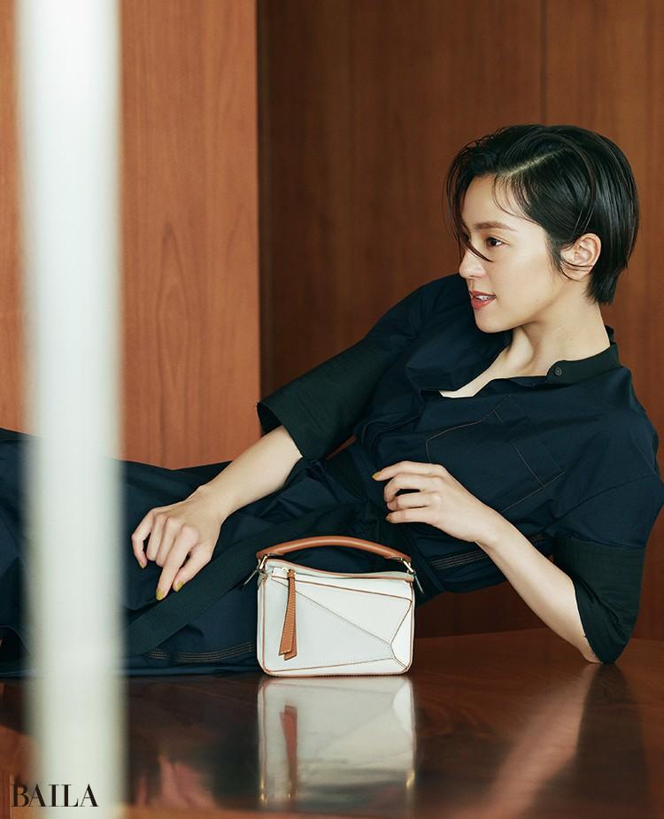 中村アン バッグ「PUZZLE MINI BAG」(12.5×18× 8 )¥244200/ロエベ ジャパン クライアントサービス(ロエベ)