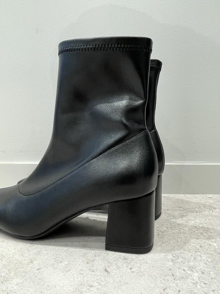 【GU】黒ブーツのサイド