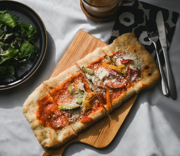 【成城石井】で販売されているおすすめピザ「石窯薪焼きピッツァ オルトラーナ」